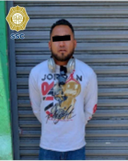 Oficiales de la SSC decomisaron aproximadamente un kilogramo de aparente marihuana y detuvieron a un hombre en la alcaldía Cuauhtémoc