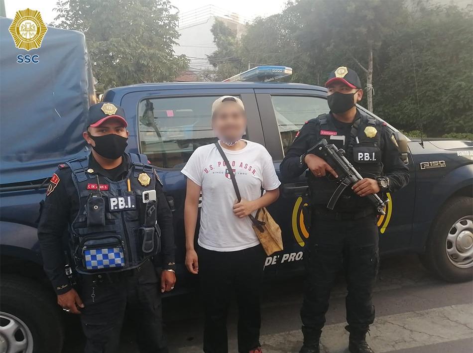 Policías de la SSC brindaron apoyo de acompañamiento a un ciudadano que realizaría la compra de una motocicleta en la vía pública y que, al no llegar el supuesto vendedor, se evitó que fuera víctima de un delito
