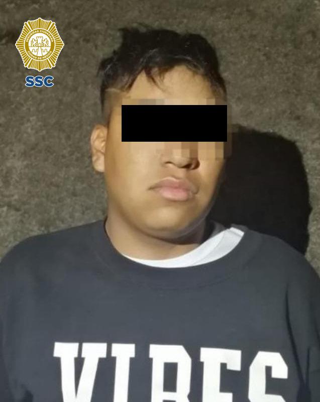 Oficiales de la SSC detuvieron a un joven en posesión de envoltorios con aparente marihuana y cocaína, en la Alcaldía Álvaro Obregón