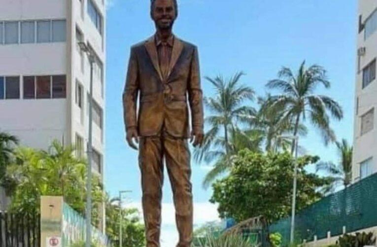 Eugenio Derbez tiene estatua en Acapulco