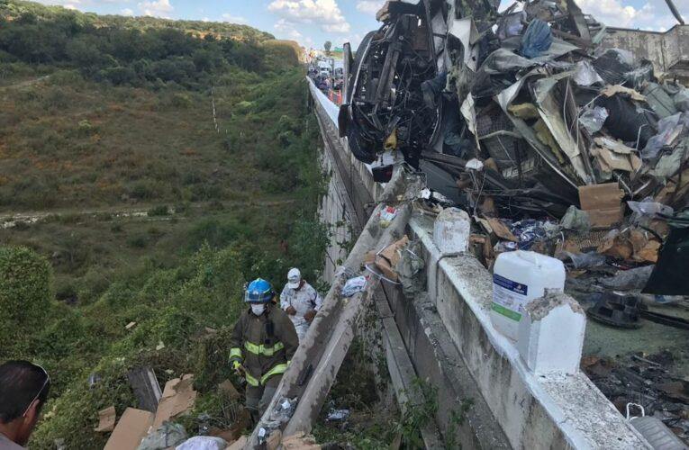 Volcadura de camión en carretera de Guadalajara deja 7 muertos